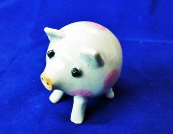 なかよし子豚の塩胡椒入れ4.JPG