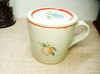 ふた付きカップ2.jpg