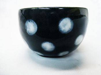 コロコロ黒カップ(白水玉)3.JPG