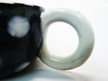 コロコロ黒カップ(白水玉)5.JPG