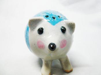 ハリネズミの塩胡椒入れ(ブルー)2.JPG