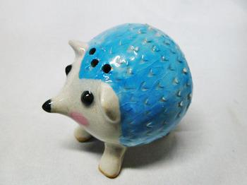ハリネズミの塩胡椒入れ(ブルー)5.JPG