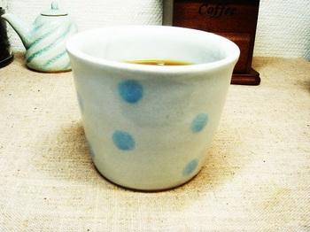 ライトブルーの水玉マグ1.jpg