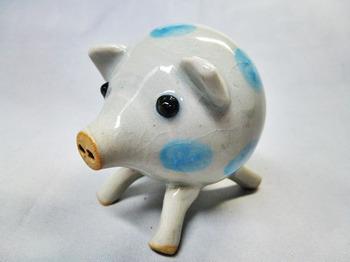 子豚の塩胡椒入れ(青)1.JPG