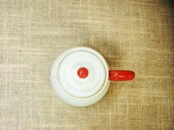 赤い取手のミルクピッチャー4.jpg
