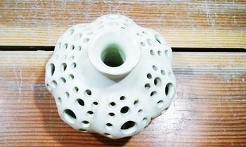 透かし彫り花器3.jpg
