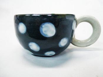 コロコロ黒カップ(白水玉)1.JPG