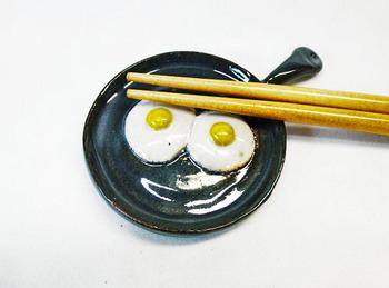スキレット型箸置き(目玉焼きW)1-1.JPG