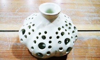 透かし彫り花器1.jpg